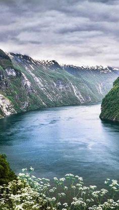 Гейрангер-фьорд, Норвегия  #мирпрекрасен #мир_необычного #amazing #пейзаж #beautiful #beautifulpictures #шедевры_вселенной #красивый_пейзаж #природа #красота #мирпрекрасен #beauty #beautiful #naturek
