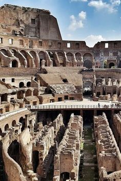 A complete Rome itinerary for 4 days. | Travel Dudes #Rome #Italy #ItalyTravel | rome travel guide | rome italy tips | rome vacation | rome trip | travel photography Rome Travel, Europe Travel Tips, Italy Travel, Travel Guide, Rome Vacation, Appian Way, Rome Itinerary, Rome City, The Catacombs