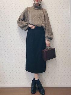 I wore tight skirts unusually ✨ Insta gijigijigijiii twit . Korean Outfits, Retro Outfits, Modest Outfits, Casual Outfits, Cute Outfits, Korean Street Fashion, Korea Fashion, Japan Fashion, Cute Fashion