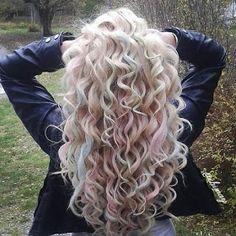 Συλλογή από σγουρά ξανθά μαλλιά!