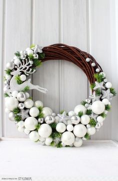 Czyli co mi w duszy gra. Christmas Projects, Christmas Crafts, Christmas Ornaments, Noel Christmas, Winter Christmas, 242, Deco Floral, Diy Wreath, White Wreath