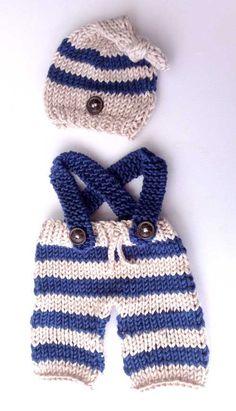 Un conjunto estilo marinero realizado con dos agujas para un recién nacido