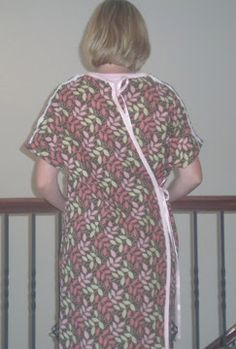 DIY Hospital Gown Tutorial and Pattern Sewing Tutorials, Sewing Projects, Sewing Patterns, Sewing Tips, Sewing Crafts, Hospital Gown Pattern, Birthing Gown, Nursing Gown, Delivery Gown