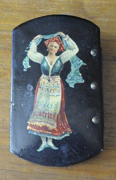 BEAUTIFULL PAPIE MACHE LITTLE BOX WITH WOMANS FIGURE ON  IN VERY GOOD CONDITION LENTH 10CM DIAMETRE 6 CM