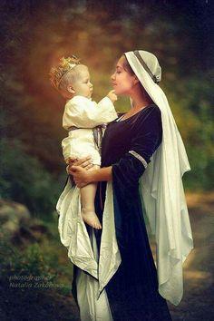 La Santísima Virgen María y Nuestro Señor Jesucristo.