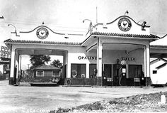 1930's sinclair station