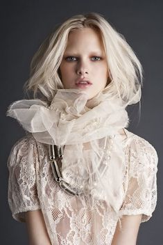 love the neck piece Fashion Fotografie, Leelah, Neck Piece, Corsage, White Lace, White Swan, Pale White, Editorial Fashion, Marie