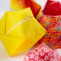 Cómo hacer un cisne de origami utilizando triángulos en miniatura