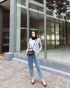 Street Hijab Fashion, Muslim Fashion, Fashion Outfits, Casual Hijab Outfit, Hijab Chic, Ootd Hijab, Korean Girl Fashion, Hijab Fashionista, Minimalist Fashion Women
