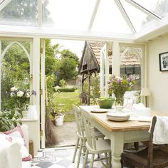 Looking for your ideal garden room? be inspired by the stunning conservatory, orangery and garden room and outdoor room design ideas in our gallery English Cottage Interiors, English Country Cottages, English Cottage Decorating, Country Homes, Style At Home, Style Blog, Cottage Homes, Cottage Style, Farmhouse Style