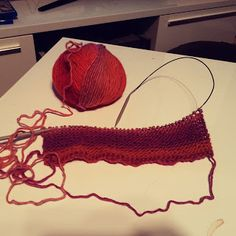 Super helpot huovutetut tossut ohjeen kera Crochet Bikini, Socks, Knitting, Bikinis, Tricot, Breien, Bikini, Sock, Stricken