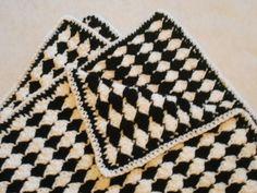 Almost Reversible Shell Blanket: free pattern ✭Teresa Restegui http://www.pinterest.com/teretegui/ ✭