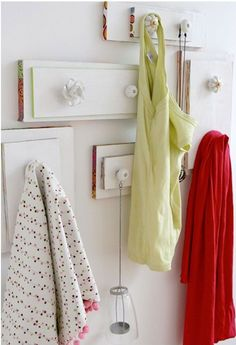 15 DIY Ideas How to Re-purpose Old Drawers, New hangers from old drawers con frontales de cajones viejos Old Dresser Drawers, Broken Dresser, Vintage Drawers, Wooden Drawers, Cabinet Drawers, Drawer Fronts, Drawer Knobs, Door Knobs, Drawer Handles
