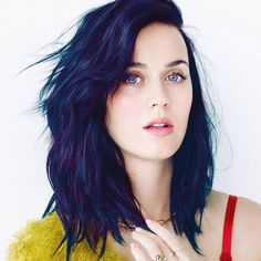 When Katy Perry reveals something, those somethings are quite big. Enjoy these sexy Katy Perry pictures that will make you thank genetics! Medium Hair Styles, Short Hair Styles, Hair Medium, Corte Y Color, Cut And Color, Hair Lengths, New Hair, Wavy Hair, Messy Hair