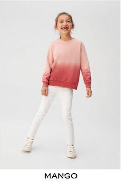 Sweatshirt i batik - Flicka Sweat Shirt, Tie Dye Sweatshirt, Winter Outfits For Girls, Kids Outfits, Cool Outfits, Young Girl Fashion, Kids Fashion, Moda Tie Dye, Batik Mode