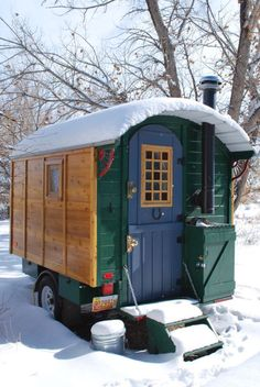 This post is a re-cap of the Vardo build. I get questions about this project at least three times per week and I think it has inspired a few other people to make the leap. I still consider it a w… Gypsy Trailer, Gypsy Caravan, Gypsy Wagon, Gypsy Horse, Cabana, Wooden Truck, Truck Toppers, Shepherds Hut, Diy Camper