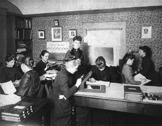 Astronomer_Edward_Charles_Pickering's_Harvard_computers.jpg (1920×1502)