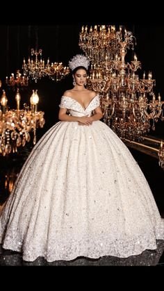 50 Popular Wedding Dresses in 2018 For Beautiful Brides - Welt der Hochzeit Popular Wedding Dresses, Princess Wedding Dresses, Dream Wedding Dresses, Bridal Dresses, Wedding Gowns, Wedding Bells, Extravagant Wedding Dresses, Queen Wedding Dress, Elegant Dresses
