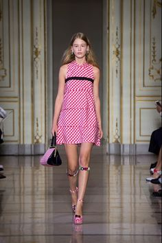 Take a look to Vivetta Spring Summer 2016 Ready-To-Wearcollection: the fashion accessories and outfits seen on Milano runaways.
