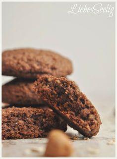 Chocolate-Hazelnut-Cookies - delicious treats without gluten, lactose and refined sugar ---- Schoko-Haselnuss-Cookies - leckere Schätzchen ohne Gluten, Lactose und raffinierten Zucker