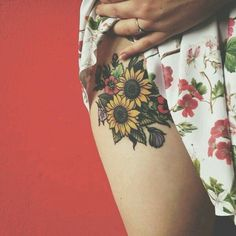 Sunflower tattoo// love it and love the placement
