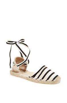 Pin for Later: Les espadrilles n'ont jamais été aussi tendance ! Offrez-vous vite une paire en ligne ! Espadrilles Soludos à rayures et lanières Soludos Classic Espadrille Sandal ($55)