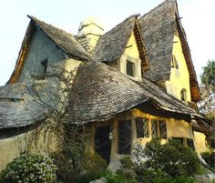 reminds me of a witches house in a fairytale that belongs in a forest or something, would happily live there!!