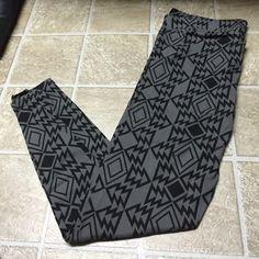 Victoria secret leggings size large Victoria secret leggings size large gray and black PINK Victoria's Secret Pants Leggings