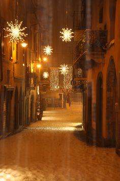 Sarnico, Centro storico sotto la neve. Scatto fotografico di Umberto in via Lantieri www.centrostoricosarnico.it