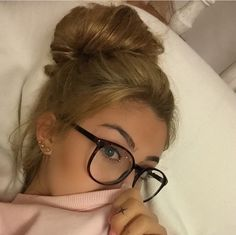 Glasses and blonde hair updo - ChicLadies. Cute Glasses Frames, Vintage Glasses Frames, Womens Glasses Frames, Natural Hair Gel, Natural Hair Styles, Glasses Trends, Lunette Style, Fashion Eye Glasses, Wearing Glasses