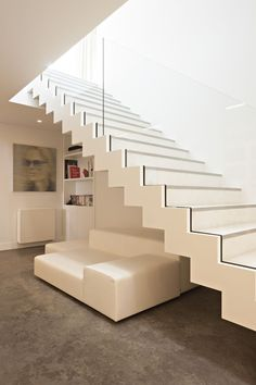 Modern Staircase Design Ideas - Modern stairs are available in numerous styles and designs that can be actual eye-catcher in the different area. We've compiled finest 10 modern versions of staircases that can give. Railing Design, Stair Railing, Staircase Design, Glass Railing, Home Design Store, Escalier Design, Modern Stairs, Dream House Exterior, House Stairs