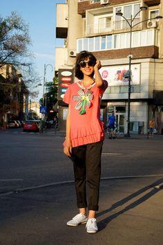 Capri Pants, Glamour, Street, Fashion, Moda, Fashion Styles, Capri Trousers, Fashion Illustrations, Walkway