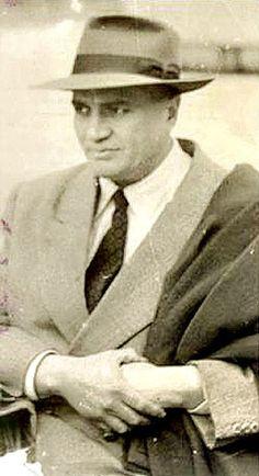 """Raúl Morales Álvarez, en fotografía publicada en el sitio web de """"El Funye"""".       Una prodigiosa genialidad como la del cronista... Centenario, Feathers, Fotografia"""