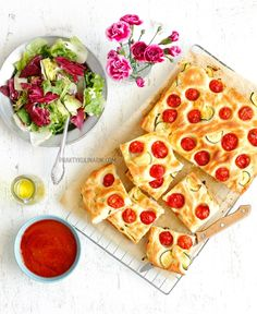 Focaccia z cukinią i pomidorkami Vegetable Pizza, Vegetables, Food, Diet, Essen, Vegetable Recipes, Meals, Yemek, Veggies
