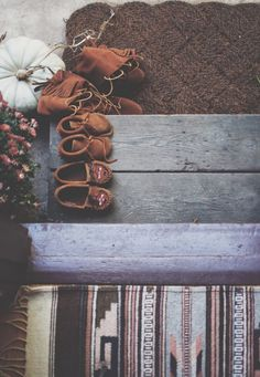 {Minnetonka moccasins} Yes! I LOVE these! I have had a few pairs over my life so far.
