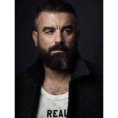 José Fotografía @mantrana #picoftheday #retrato #portrait #photography #fotografia #men #style #beard #beardmen #male #masculine #tshirt #coat #malemodel #gazeofman