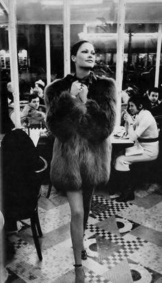 1971 - #YvesSaintLaurent manteau de fourrure #LMV #mode #vintage