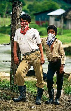 Nuevas generaciones rebeldes en curso.  La Realidad, Chiapas, 1995  - foto por Emiliano Thibaut