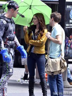 teenage mutant ninja turtles movie megan fox | Megan Fox And Alan Ritchson On The Set Of 'Teenage Mutant Ninja ...