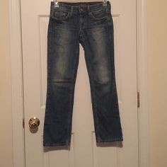 American Eagle jeans American Eagle outfitters women's hipster jeans size 2regular. Blue stonewash used/ in great condition. No holes no stains. American Eagle Outfitters Jeans
