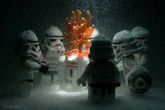 Photographer Vesa Lehtimäki's fanboy nostalgia for Star Wars led him to conceive Lego On Hoth -- a make-believe series of photo-vignettes in which he describes the down-time, high-jinx and rigamarole in the daily lives of Imperial and Rebel forces. Lego Stormtrooper, Starwars Lego, Images Star Wars, Star Wars Pictures, Lego Star Wars, Photo Lego, Lego Humor, Big Lego, Star Wars Personajes