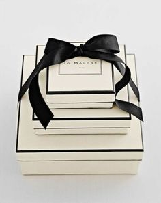 こちらは定番のラッピング。ジョーマローンの象徴であるクリーム色のBOXがラグジュアリー感たっぷり。