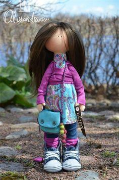 Авторская кукла Татьяны Александровой: LIKA Оригинальная идея принадлежит Татьяне Коннэ. Рост куклы 46см., тело выполнено из кукольного трикотажа, наполнитель — холлофайбер, волосы - синтетический к...