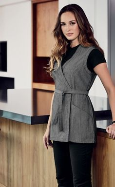 A housekeeping smock that also has functional pockets and protects your clothing. This Denim Housekeeping with Pockets has combined modern fabrics with functionality ♥ Salon Uniform, Spa Uniform, Hotel Uniform, Scrubs Uniform, Staff Uniforms, Work Uniforms, Housekeeping Uniform, Beauty Uniforms, Restaurant Uniforms