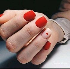 Nail art is a very popular trend these days and every woman you meet seems to have beautiful nails. It used to be that women would just go get a manicure or pedicure to get their nails trimmed and shaped with just a few coats of plain nail polish. Nailart, Nagellack Trends, Red Nail Designs, Heart Nail Designs, Nail Polish, Red Polish, Minimalist Nails, Heart Nails, Heart Nail Art