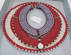 Стена | ВКонтакте  На фото слева: Ожерелье. Рафия, металл, стекло. Начало XX века. Африка, племя Масаи.