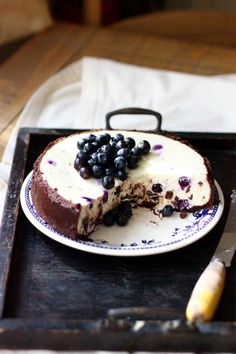Rustic.Meets.Vintage (squaremeal: (via sweet things /)) blueberry cheesecake