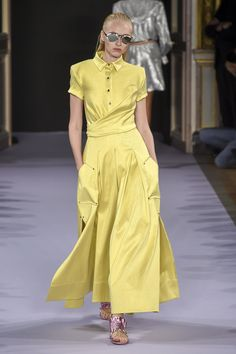 Talbot Runhof Spring 2019 Ready-to-Wear Fashion Show Collection: See the complete Talbot Runhof Spring 2019 Ready-to-Wear collection. Look 21 Fashion Now, Fashion 2020, Runway Fashion, Fashion Looks, Womens Fashion, Fashion Trends, Classy Work Outfits, Trendy Outfits, Casual Dresses