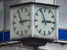 """Título de la obra:""""Reloj"""" Autor: Román Gutiérrez Ana Laura. Apertura de diafragma: 4.3 Velocidad de obturación: 1/60 ISO:800"""