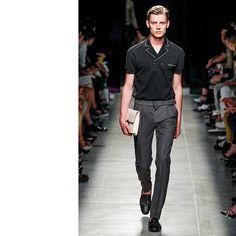 Bottega Veneta - Men Fashion Spring Summer 2014 - Shows - Vogue. Vogue Paris, Fashion Show, Fashion Design, Fashion Trends, Men's Fashion, Milan Fashion, High Fashion, Pool Party Outfits, Mens Fashion Suits